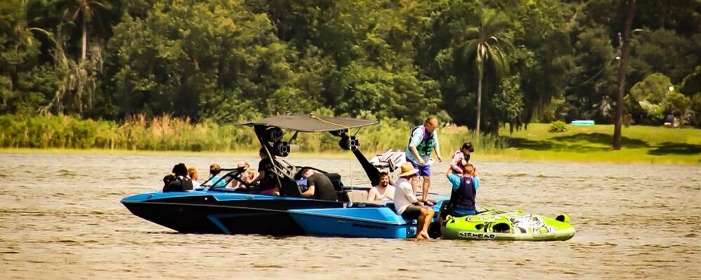 Lake DAy-Boat